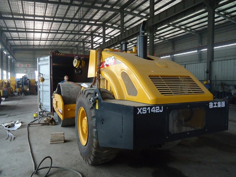 2 Units XCMG Road Roller XS142J Delivered To Russia In August4